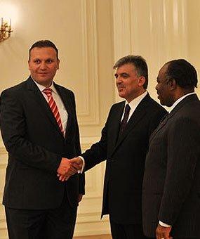 Karmod byl pozván do prezidentského palace